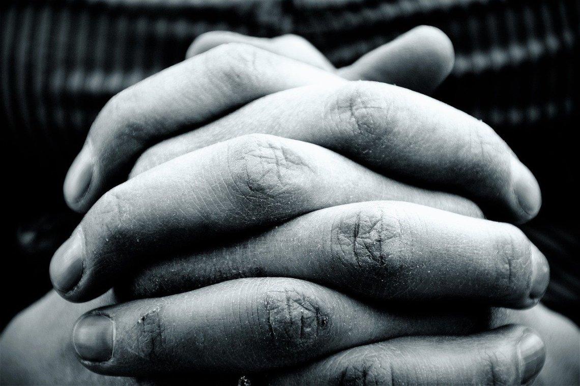 hands-2274255_1280