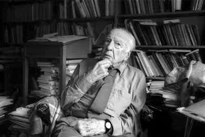 """Hans-Georg Gadamer (* 11. Februar 1900 in Marburg;  13. MŠrz 2002 in Heidelberg) war einer der bedeutendsten deutschen Philosophen der Nachkriegszeit. Sein wohl bekanntestes Werk ist """"Wahrheit und Methode"""" von 1960, das den Grundstein zur philosophischen Hermeneutik legte. Bild: Rothe, 13.07.1999"""