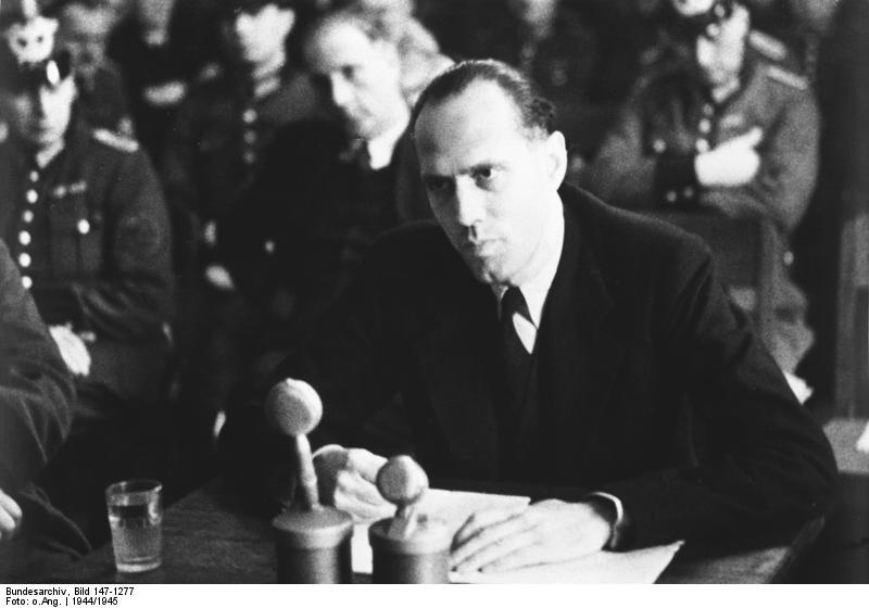 Moltke vor dem Volksgerichtshof im Januar 1945