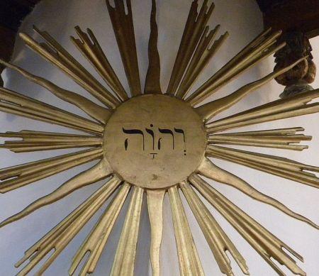 Tetragramm-Sonne in der Ulrika-Eleonore-Kirche in Söderhamn (Schweden)