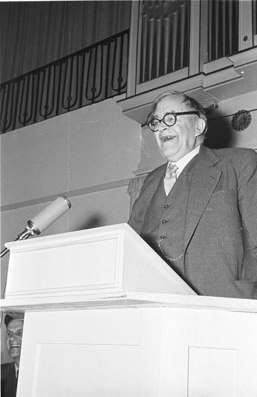 Karl Barth auf der Jahresversammlung der Evangelischen Gesellschaft in Wuppertal, März 1956 (Bundesarchiv, Bild 194-1283-23A / Lachmann, Hans / CC-BY-SA 3.0)