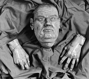 Luthers Totenmaske und Wachsabdruck seiner Hände (Kirche