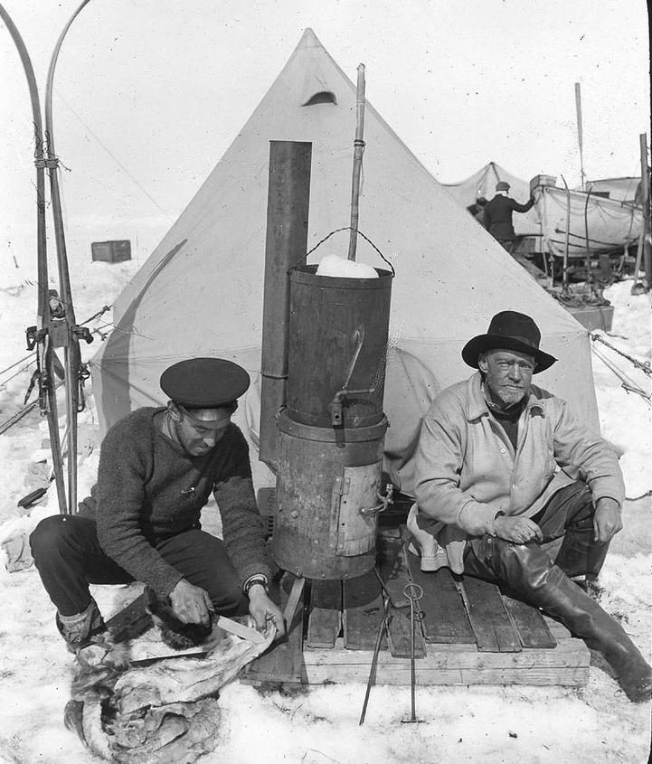 Shackleton-Hurley-ice-camp