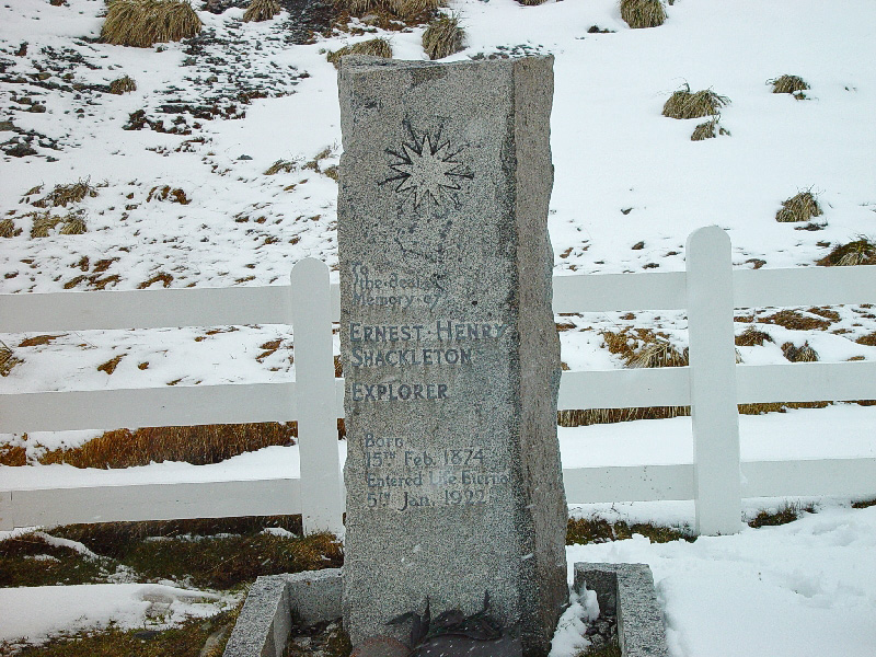 South_Georgia_Ernest_Shackleton_grave_in_Grytviken