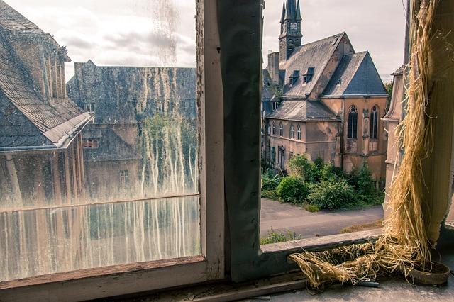 window-1650106_640