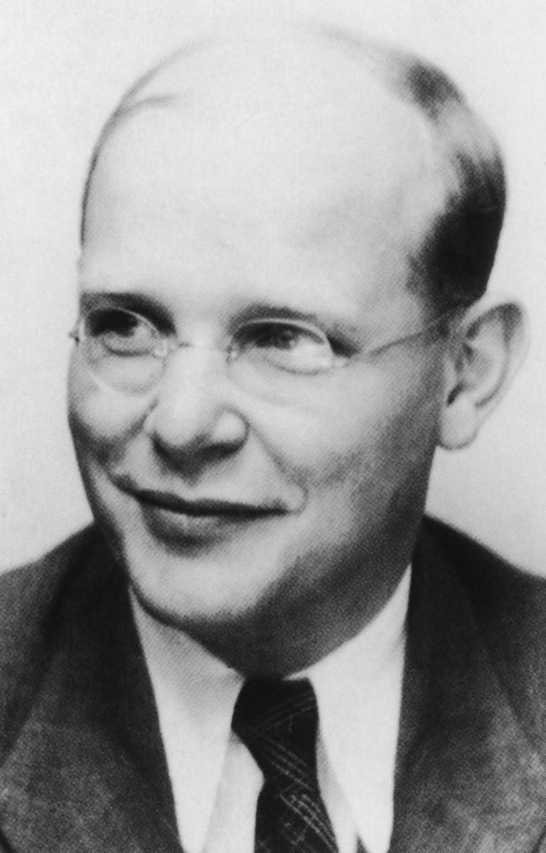 Dietrich Bonhoeffer (Aufnahme 1942 in Zürich) (Mittel)