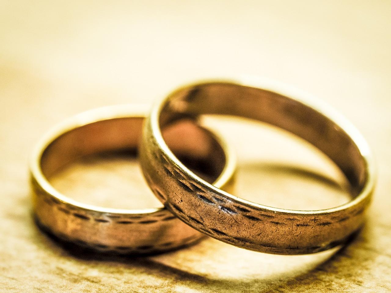 wedding-rings-949106_1280