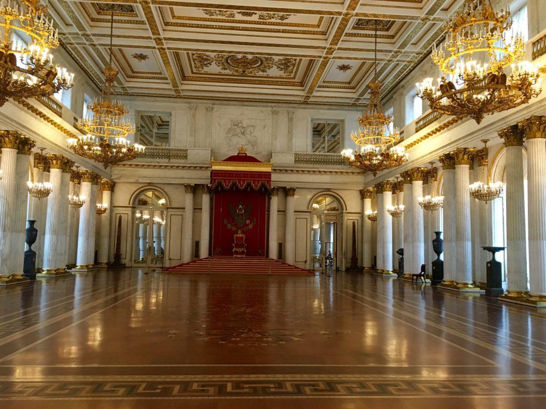 Großer Thronsaal (Sankt-Georg-Saal) der Eremitage in Sankt Petersburg