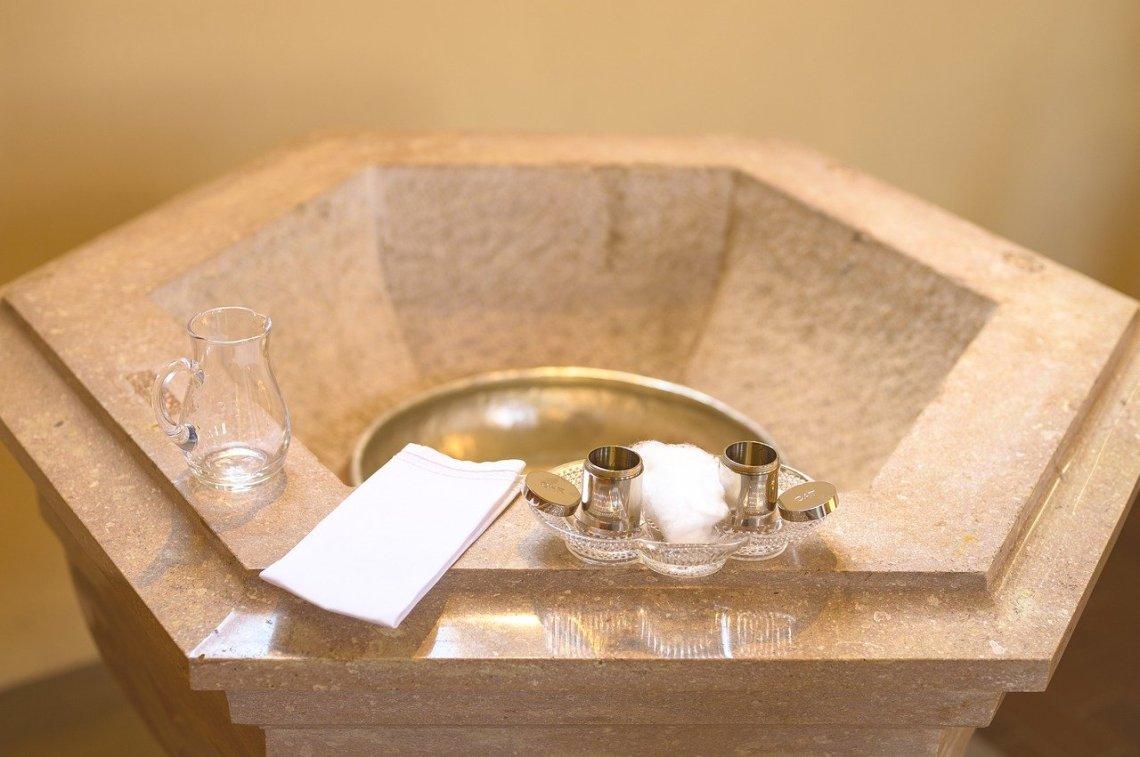 baptism-4546258_1280