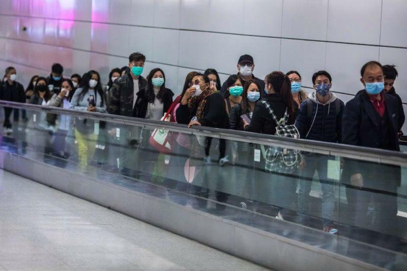 Menschen mit Atemschutzmasken in Hongkong