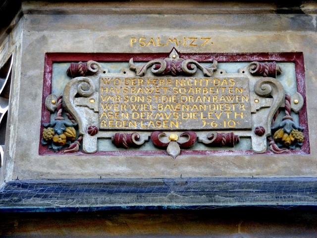 Bayreuth_-_Mohren-Apotheke_(Psalm-Text_am_Erker)