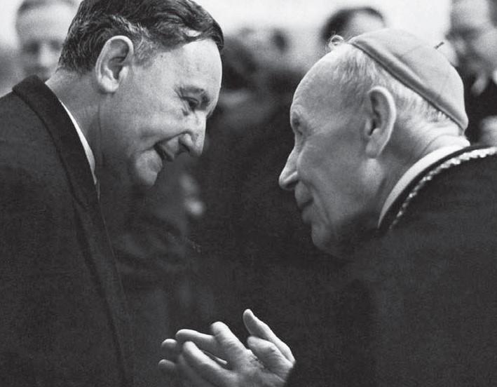 Edmund Schlink im Gespräch mit Kardinal Bea während des Zweiten Vatikanischen Konzils in Rom